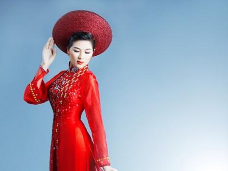 Áo dài cưới voan đỏ kết cườm mặc kèm áo khoác