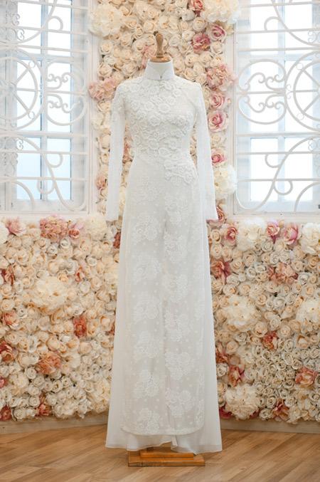 Áo dài cưới trắng kết ren nổi trang nhã