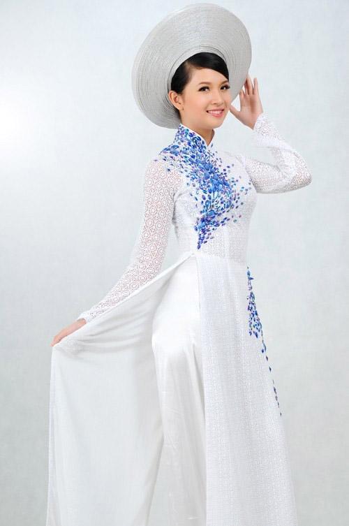 Áo dài cưới ren trắng kết cườm xanh lam