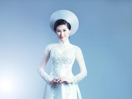 Áo dài trắng phi bóng kết họa tiết cườm