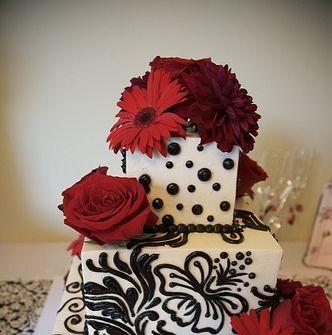 Bánh cưới trắng, hoa đỏ họa tiết đen lạ mắt