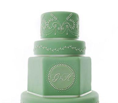 Bánh cưới màu xanh lá nhạt với hoa văn độc đáo