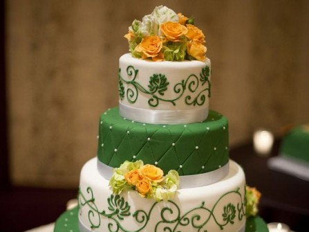 Bánh cưới 4 tầng xen kẽ xanh trắng