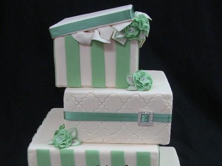 Bánh cưới hình vuông sọc xanh đẹp mắt