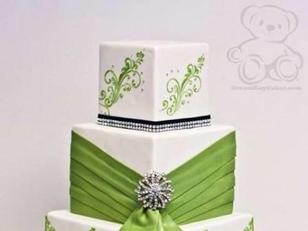 Bánh cưới vuông hoa văn xanh tinh tế