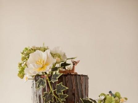 Bánh cưới 2 tầng giả thân gỗ