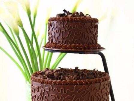 Bánh cưới chocolate thiết kế ấn tượng ngày cưới