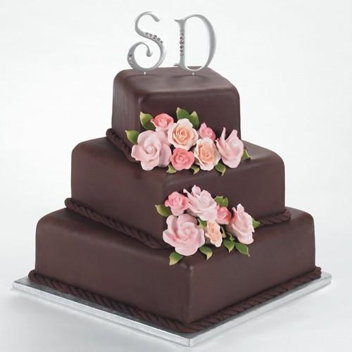Bánh cưới chocolate trang trí hoa