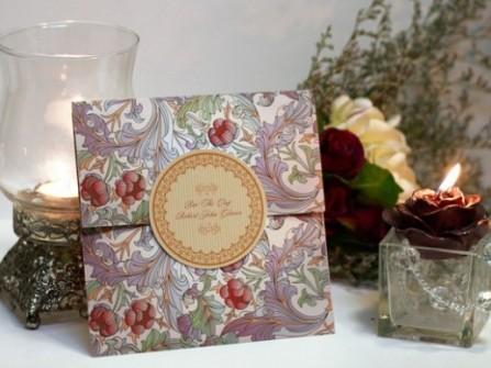 Thiệp cưới đẹp in hoa nổi
