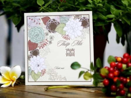 Thiệp cưới đẹp trang trí hoa cỏ