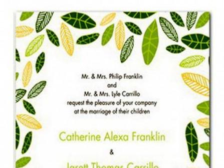 Thiệp cưới đẹp màu xanh lá in họa tiết lá cây