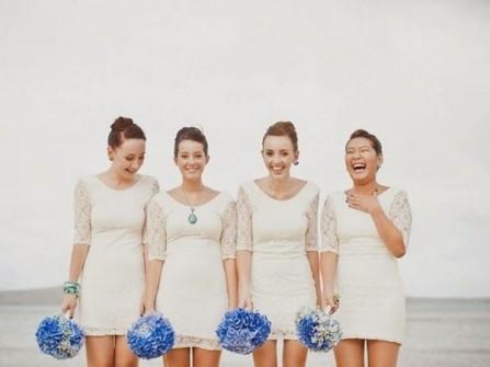 Váy phụ dâu trắng, tay lửng ren