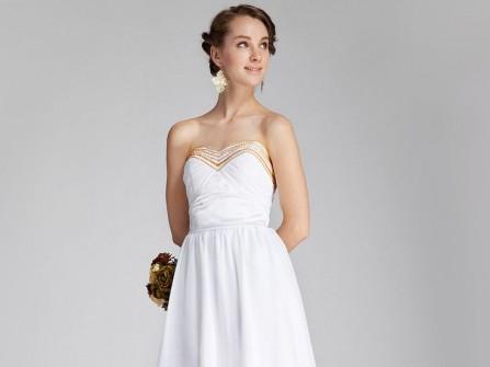 Váy phụ dâu màu trắng cúp ngực viền satin vàng