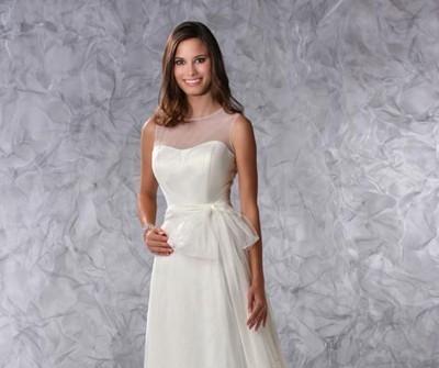Váy cưới chữ A thắt nơ ngang eo