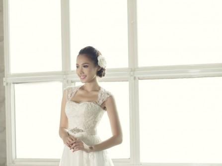 Áo cưới chữ A tay ren với cúp ngực trái tim