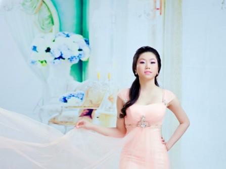 Áo cưới màu cam dài phủ voan nhẹ