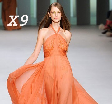 Áo cưới màu cam kiểu yếm