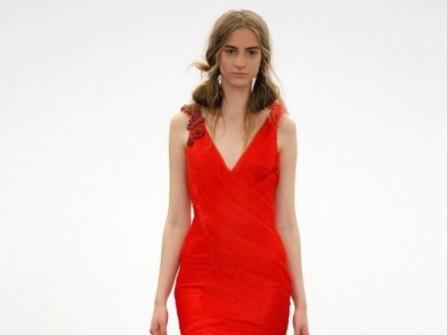 Áo cưới màu đỏ đuôi cá xếp ly cách điệu
