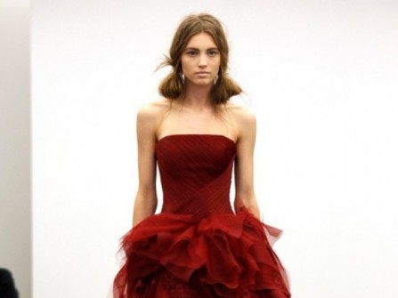 Áo cưới màu đỏ rượu vang peplum cách điệu