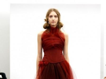 Áo cưới màu đỏ rượu vang cổ áo xếp ly