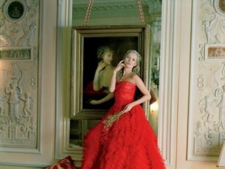 Áo cưới màu đỏ chân váy voan xòe