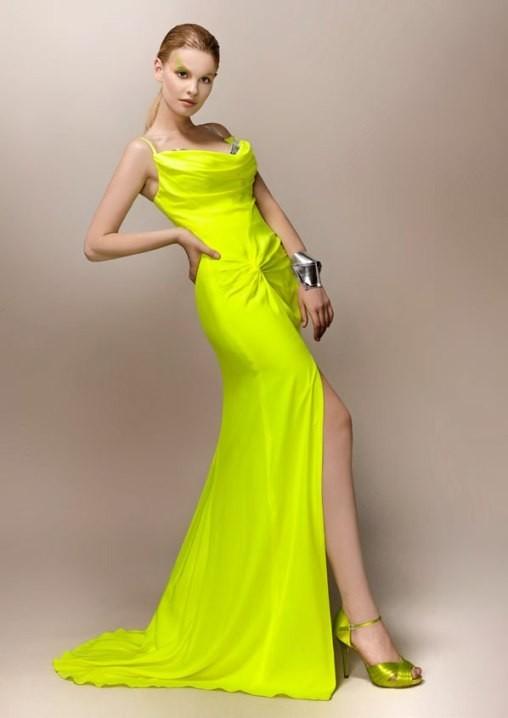 Áo cưới màu vàng chân váy xẻ