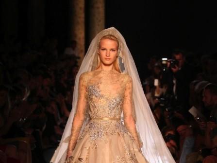 Áo cưới màu vàng chất liệu satin lộng lẫy