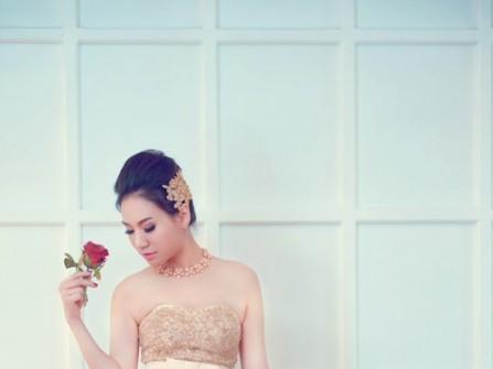 Áo cưới màu vàng peplum và chân váy đuôi cá