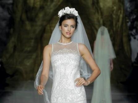 Áo cưới ngắn dáng ôm hiện đại
