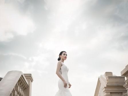 Áo cưới trắng đuôi dài bằng voan mỏng