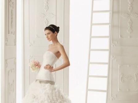 Váy cưới xòe hạ eo đính hoa 3D