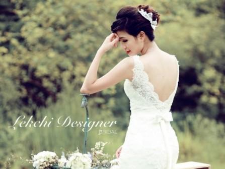 Váy cưới trumpet ren trắng khoét lưng