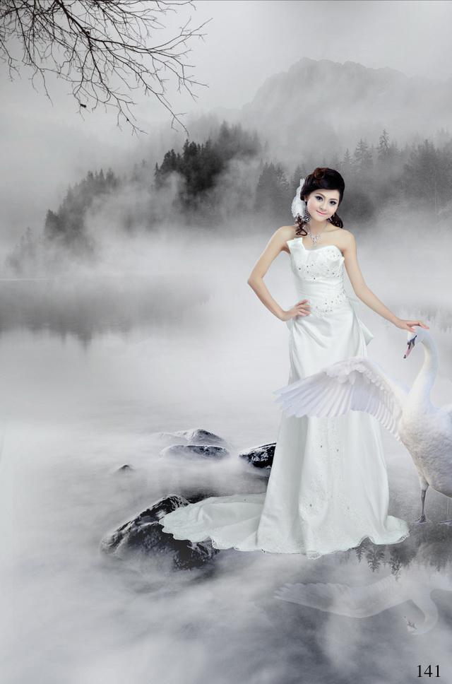 Váy cưới chữ A đuôi dài trên nền lụa bóng