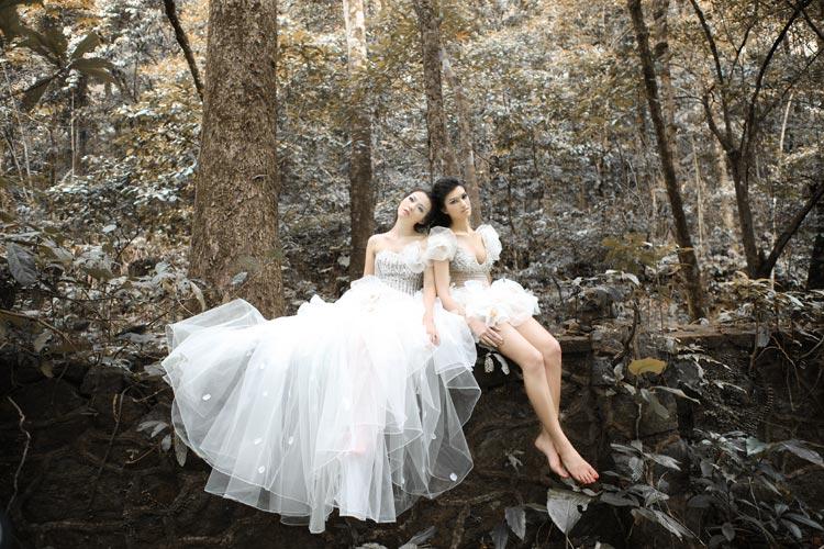 Váy cưới trắng chân voan mỏng