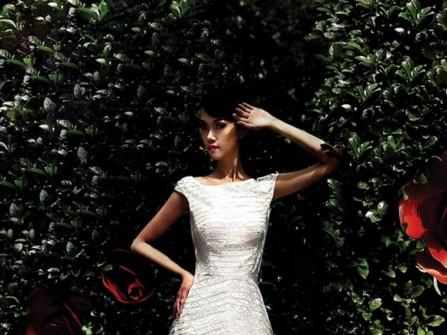 Váy cưới chữ A ren lưới sọc chéo cổ thuyền