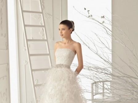 Váy cưới ren chữ A cúp ngực ngang kèm đai lưng