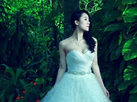 Áo cưới ren hoa hồng cúp ngực gợi cảm