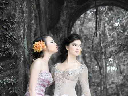 Váy cưới tím xếp tầng viền lụa bóng