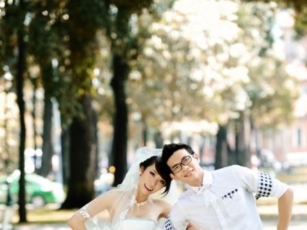 Váy cưới ngắn đính nơ lớn ngang eo