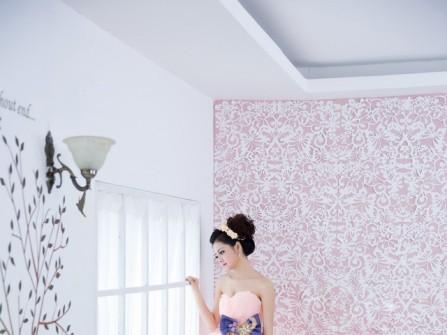 Áo cưới màu hồng peplum xếp tầng
