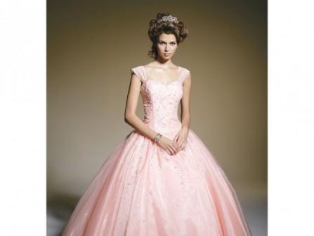 Áo cưới màu hồng dáng bồng bềnh cổ điển