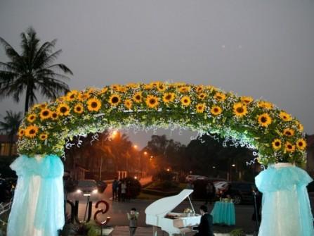 Cổng hoa cưới hoa hướng dương ấn tượng