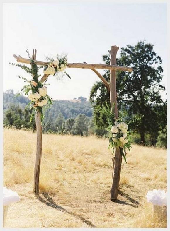 Cổng hoa cưới bằng gỗ mộc đơn giản và tinh tế
