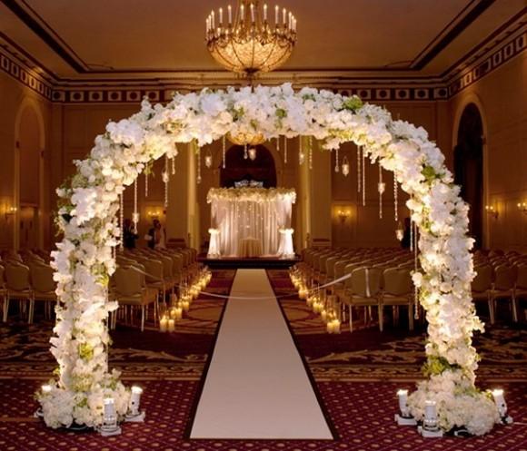 Cổng hoa cưới kết hoa hồng trắng