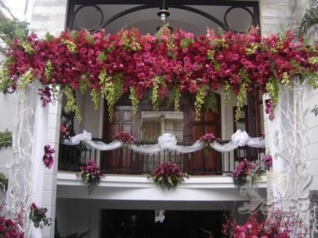Cổng hoa cưới cầu kỳ kết hoa hồng
