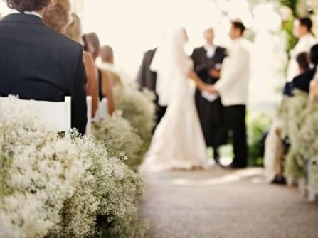 Hoa trang trí tiệc cưới màu trắng lãng mạn