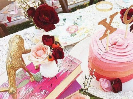 Hoa trang trí tiệc cưới cổ điển và lãng mạn