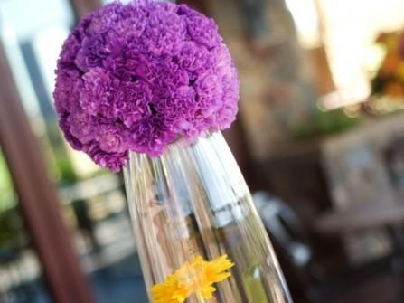 Hoa trang trí tiệc cưới kết hợp hoa tú cầu và cúc vàng