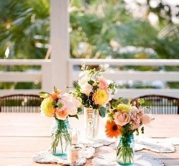 Hoa trang trí tiệc cưới rực rỡ mang phong cách vintage