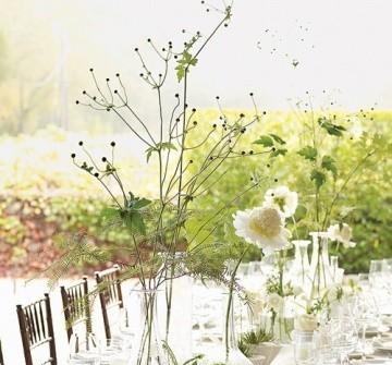 Hoa trang trí tiệc cưới kết hợp hoa tươi và cành khô